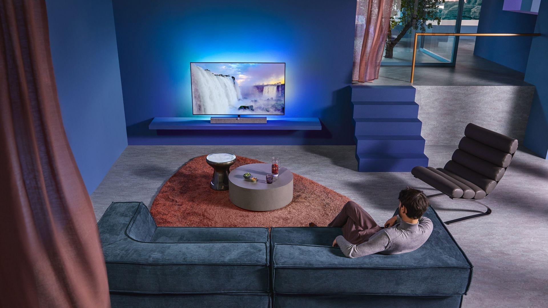 Telewizor OLED+935 wyróżnia ultrasmukła obudowa, bez krawędziowe ramki i wysokiej jakości metalowe wykończenie. Cena: 9.999 zł (55''), 13.999 zł (65''). Fot. Philips