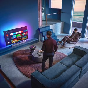 Czterostronna technologia Philips Ambilight zapewnia perfekcyjną jakość obrazu, który wydaje się wychodzić poza ekran. Cena: 9.999 zł (55''), 13.999 zł (65''). Fot. Philips