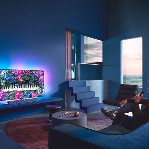 Technologia sztucznej inteligencji pozwala uzyskać obraz bardziej naturalny i realistyczny niż na jakimkolwiek innym telewizorze. Telewizor stanowi także doskonałą ozdobę każdego wnętrza. Cena: 9.999 zł (55''), 13.999 zł (65''). Fot. Philips