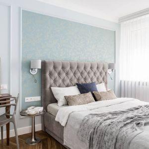 W sypialni kolor miętowy połączony został z beżami i brązami, tworzącymi nastrój relaksu. Projekt: Magdalena Bielicka, Maria Zrzelska-Pawlak. Fot. Fotomohito