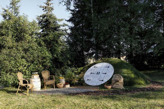 Piwniczki ogrodowe, stosowane długo przed wynalezieniem lodówek, dziś mają swoich zwolenników. Teraz dzięki wykorzystaniu innowacyjnych technologii są jednym z ciekawszych rozwiązań, jakie można zastosować w ogrodzie.
