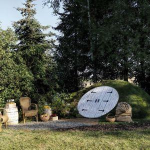 Piwniczka ogrodowa The Shire Cellar wykonana jest z tego samego materiału co jachty. Nawet największe ulewy nie zaleją wnętrza, ponieważ jest w 100% szczelne. Fot. The Shire Cellar
