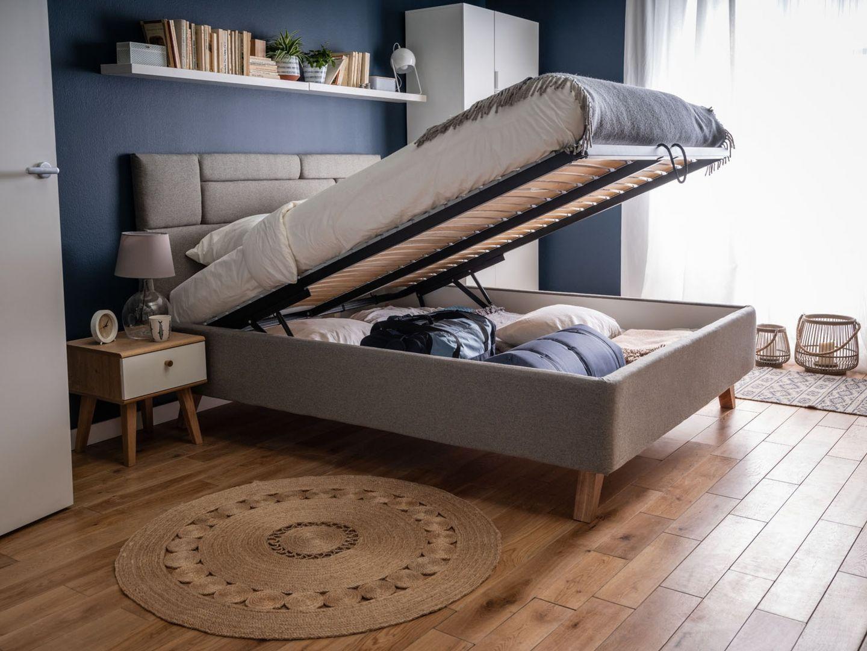 W pojemniku pod materacem możemy przechowywać nie tylko dodatkową pościel - np. w łóżku Harmonic pod uchylnym stelażem zlokalizowano ogromny pojemnik pozbawiony przegród. Fot. Vox