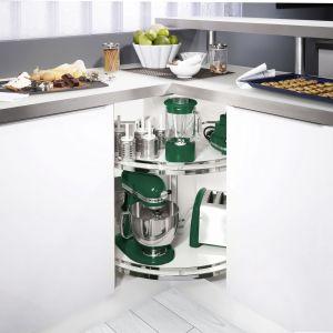 W kuchni wyposażonej w tradycyjną szafkę narożną 90x90 cm możemy zastosować system obrotnic Revo. Fot. Peka