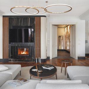 Marmur, drewno i złote detale to klasyka w nowoczesnym wydaniu. Projekt JT Group