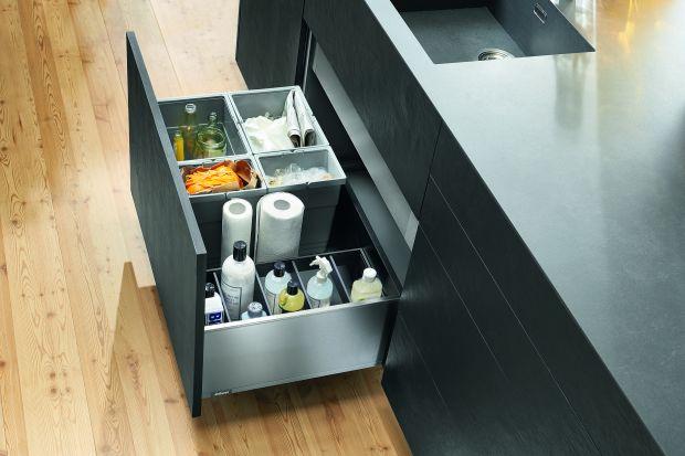 Szuflady w kuchni ułatwiają organizację przestrzeni i przechowywanie. Aby były funkcjonalne, starannie dobierzmy ich wielkość i sposób otwierania.