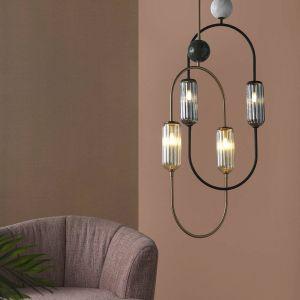 Tradycyjnie wieszany w centralnym punkcie części wypoczynkowej żyrandol nie jest tylko lampą, ale również i elementem dekoracyjnym. Fot. 9design AROMAS