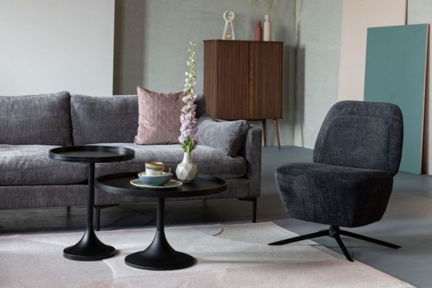 Fotel zapewni nam komfortowy wypoczynek, ale też nada wnętrzuprzytulności. Jeśli ma ciekawy wygląd, staje się równieżpiękną ozdobąsalonu.