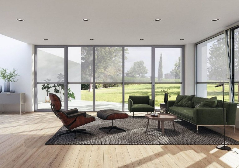 Osłony tekstylne Schüco ZIP Design Screen, które są odporne na napory wiatru o prędkości 25 m/s przy powierzchni przesłony dochodzącej nawet do 12 m2. Fot. Schüco