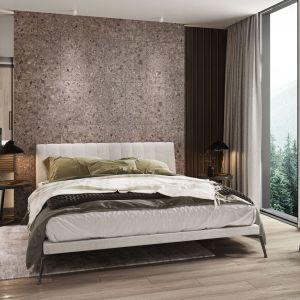 Granddust to znacznie bardziej ekspresyjna propozycja, bazująca zarówno na chłodnych, jak i ciepłych odcieniach szarości. Cena: 149,94 zł (59,8x59,8 cm), 169,74 zł (59,8x119,8 cm). Fot. Ceramika Paradyż