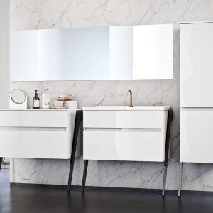 W łazienkach ponadczasowych bazę stanowi neutralne wykończenie, a meble zachwycają swoją prostotą i funkcjonalnością jednocześnie. Na zdjęciu: meble z kolekcji Op-Arty. Fot. Defra