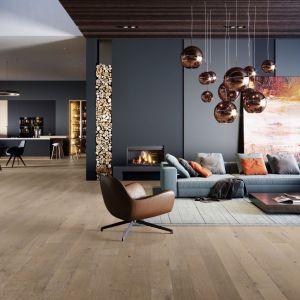 Podłoga dębowa z kolekcji Dab Amaretti Medio dostępna w ofercie firmy Barlinek. Cena: ok. 240 zł/m2. Fot. Barlinek