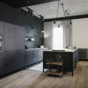 Wnętrze powstało dla konesera designu, o wyrafinowanym guście, ceniącego naturalne materiały, któremu zależało na metamorfozie apartamentu. Projekt Studio. O. wizualizacje Michał Nowak