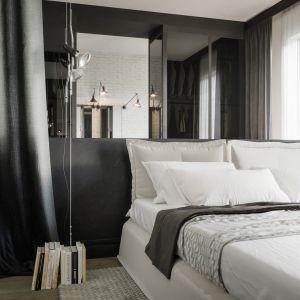 Czarno-białe ściany stanowią idealne tło dla wyrafinowanego designu. Projekt Studio. O. wizualizacje Michał Nowak