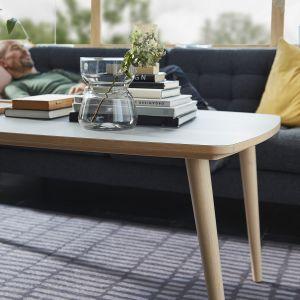 W salonie w stylu retro bazę powinny stanowić elementy wyposażenia, które odzwierciedlą dawną modę. Fot. IKEA