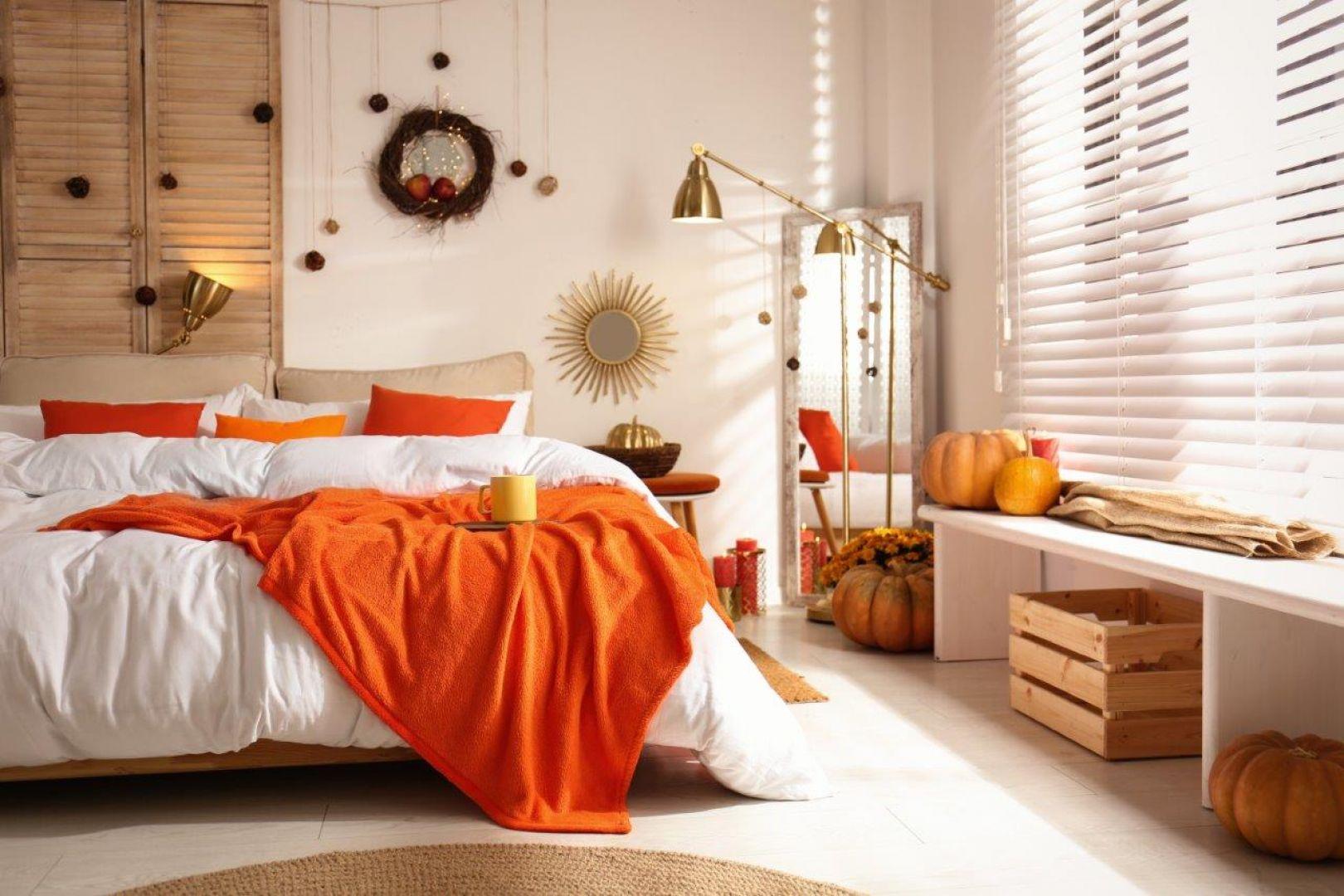 Jesienne barwy i własnoręczne dekoracje dodadzą sypialni uroku. Fot.RuckZuck