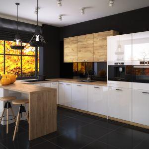 Jesienne dodatki dobrze sprawdzają się również w kuchni. Na zdjęciu zestaw mebli Miramar oraz Salem od RuckZuck