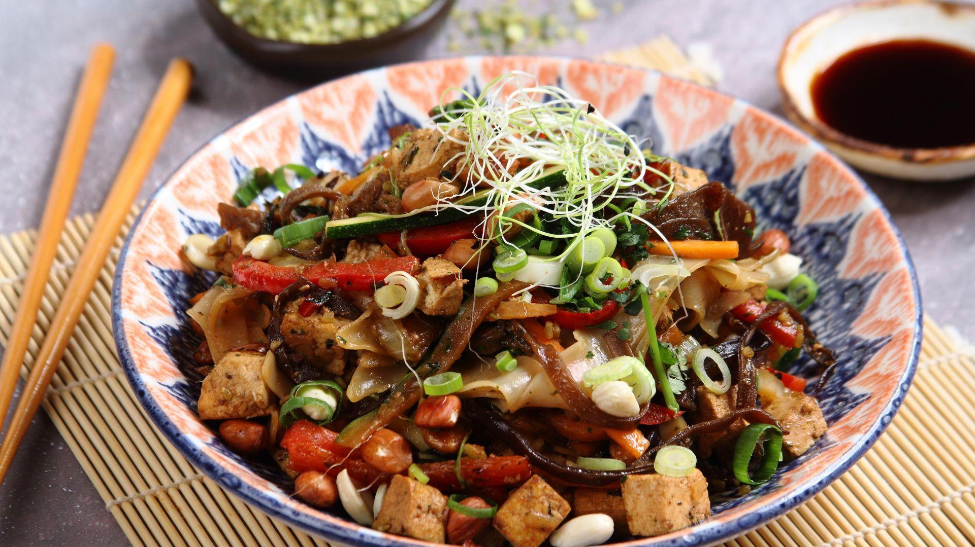 Makaron po syczuańsku z tofu. Fot. Knorr