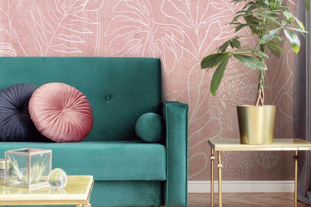 Ścianę w salonie warto wyeksponować. Pomogą w tym dekoracyjne tapety. Zobaczcie najmodniejsze wzory na sezon jesień/zima 2020.