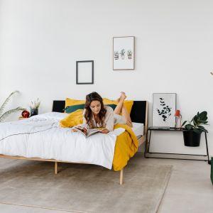 """Sypialnia eklektyczna to propozycja dla silnych i kreatywnych osobowości, które nie lubią wnętrz urządzonych """"pod linijkę"""". Fot Bonami.pl"""