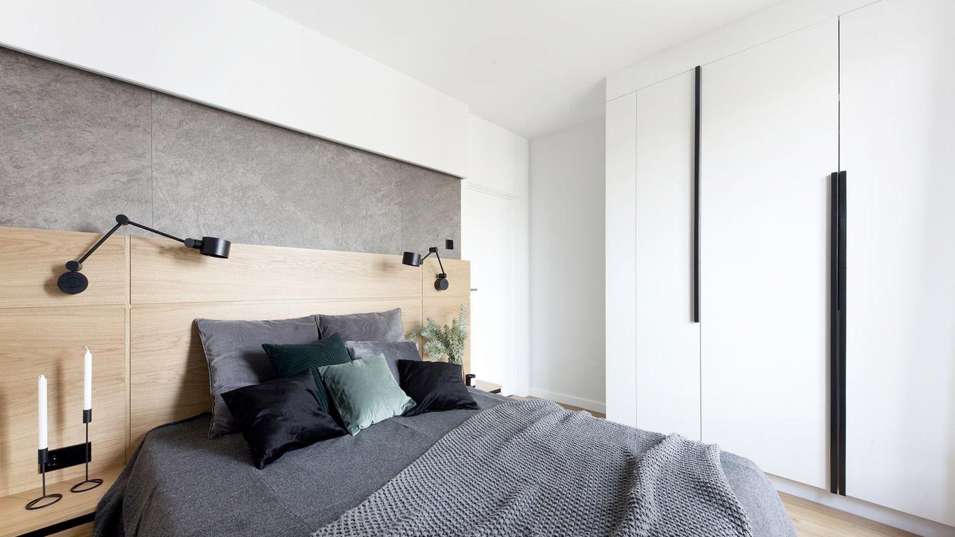 Niewielka przestrzeń sypialni to główna przesłanka decydująca o wyborze szafy na wymiar. Projekt Studio Loko