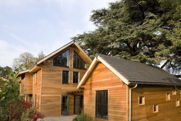 Jesień to bardzo wymagający czas dla drewnianych powierzchni, które przed nadejściem jesieni potrzebują odpowiedniego zabezpieczenia