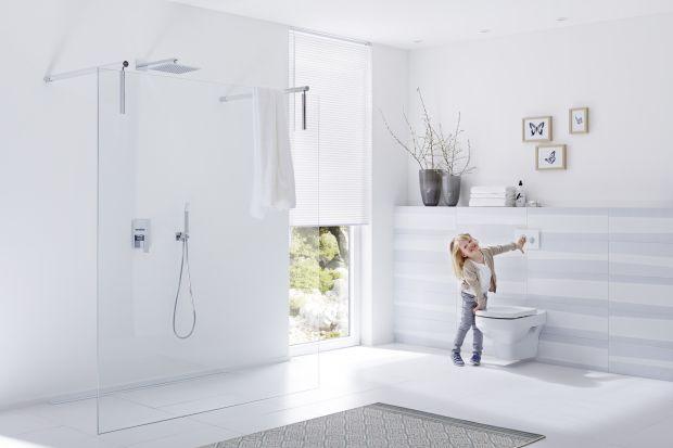 Estetyka i aktualne trendy to nie jedyne kryteria, jakimi warto kierować się podczas aranżacji pomieszczenia sanitarnego. Równie ważna jest funkcjonalność, bezpieczeństwo i komfort. Tylko wtedy możemy mówić o łazience bliskiej wszystkim domown