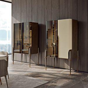 Kolekcję do salonu uzupełniają witryny z naturalnego drewna - ze szklanymi i / lub skórzanymi drzwiami, oświetleniem LED i półkami z brązowanego szkłaFot. Turri Meltinglight dining room