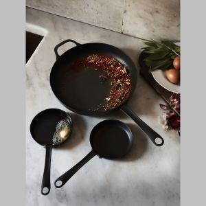 Patelnia ze stali węglowej Vardagen. Fot. IKEA