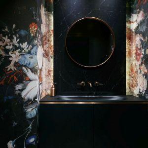 Współczesne tapety-murale dają architektom olbrzymie możliwości. Projekt i zdjęcia: MIKOŁAJSKAstudio