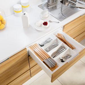 Tajemnica idealnej kuchni kryje się w dobrym zaprojektowaniu wszystkich stref roboczych. Dzięki rozwiązaniom dedykowanym poszczególnym strefom, kuchnia ma szansę stać się miejscem zdecydowanie bardziej przestrzennym, pojemnym, ergonomicznym, komfortowym i bezpiecznym. Fot. Hafele