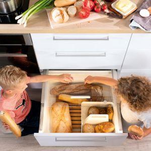 Kuchnię dzieli się na pięć stref: przygotowania posiłków, przechowywania, zmywania, gotowania i zapasów. Wyraźny podział ułatwi poruszanie się po kuchni, dzięki czemu będzie bezpieczniej. Fot. Hafele