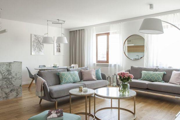 Jakie poduszki wybrać do salonu? Jasne, ciemne, a może coś bardziej kolorowego? Zobaczcie jakie poduszki do swoich salonów wybrali inni.