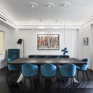 W skład apartamentu wchodzą trzy sypialnie z prywatnymi łazienkami oraz duży salon służący również jako biuro domowe.Studio projektowe: AK Praxis GP. Zdjęcia: Mariana Bisti