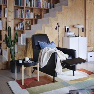 Jesienny salon jest przytulny i ciepły, przede wszystkim dzięki dodatkom. Maksymalizm rządzi! Fot. IKEA