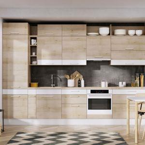 Otwarte półki zapewnią miejsce do ekspozycji dekoracyjnych przedmiotów, które również będą pomocne w tworzeniu spersonalizowanego wizerunku wnętrza. Na zdj. kuchnia KAMduo ML asymetria