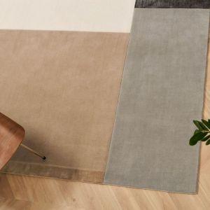Elegancki design dywanu Pause marki Serge Lesage doskonale podkreśli charakter nowoczesnych, minimalistycznych wnętrz. Do kupienia w Studio Monada. Cena: ok. 7. 850 zł (170x240 cm). Fot. Studio Monada