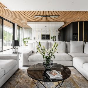 Naturalny materiały podkreślają luksusowy charakter aranżacji. Projekt Joanna Ochota Archimental Concept JOana foto Mateusz Kowalik