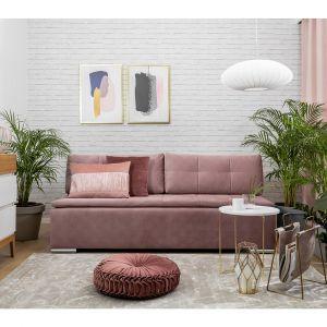 Wygodna, bardzo ładna sofa Lango w różowym kolorze. Doskonal prezentuje się w jasny salonie. Do kupienia w Black Red White. Fot. Black Red White