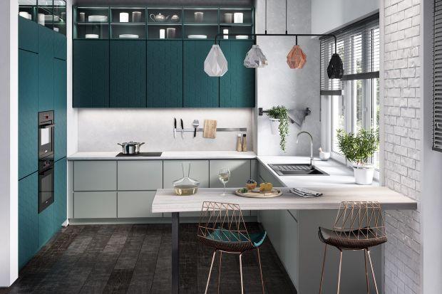 Zlew pod oknem to doskonała propozycja zarówno dla kuchni wąskich, gdzie optycznie skróci pomieszczenie, jak i do otwartych przestrzeni eksponujących ciekawy wystrój. Zobaczcie 10 pomysłowych aranżacji kuchni z baterią i zlewozmywakiem pod oknem.