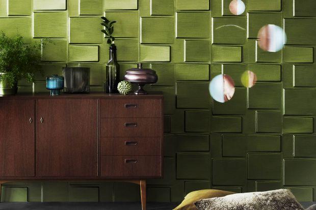 Intrygująca faktura, mieniące się kolory, gra świateł – któż z nas chociaż przez chwilę nie marzył o wnętrzu z pałacowym rozmachem? Czasem wystarczy kilka dekoratorskich trików, by ze zwyczajnej ściany czy mebla wydobyć zupełnie nowy, ni