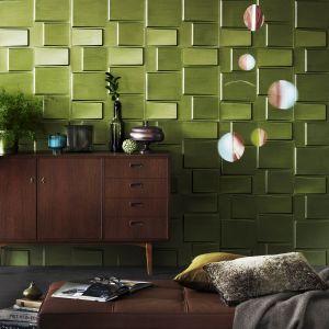 """Wbrew pozorom, nie trzeba szukać inspiracji tylko w dodatkach – można też pokusić się o błyszczącą ścianę! Pomalowanie jej specjalną farbą Tikkurila Taika Pearl Paint w odcieniu żywej zieleni Galatea, to sposób na uzyskanie niestandardowego efektu """"wow"""", który wpłynie na poprawę nastroju domowników."""