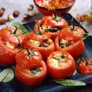 Pomidory faszerowane serem feta i szpinakiem. Fot. Knorr