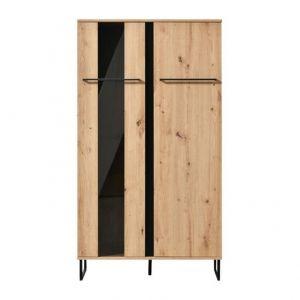 Witryna Sardinia 2DW z dwoma zamykanymi szafkami. Na trzech półkach ze szkła hartowanego pięknie będą prezentować się dekoracja i ozdoby. Cena: 649 zł.  Fot. Agata Meble