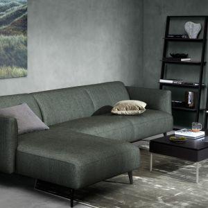 Sofa Modena z szezlongiem dostępna w ofercie firmy Bo Concept. Cena od 5.990 zł. Fot. Bo Concept