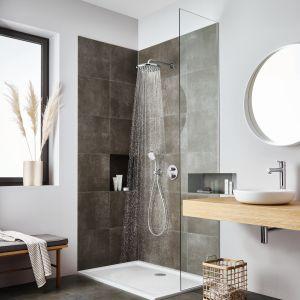 Doskonałym wyborem do małych łazienek będą zatem rozwiązania podtynkowe z baterią termostatyczną Grotherm do obsługi dwóch źródeł wody – słuchawki prysznicowej oraz deszczownicy. Fot. GROHE Grohtherm