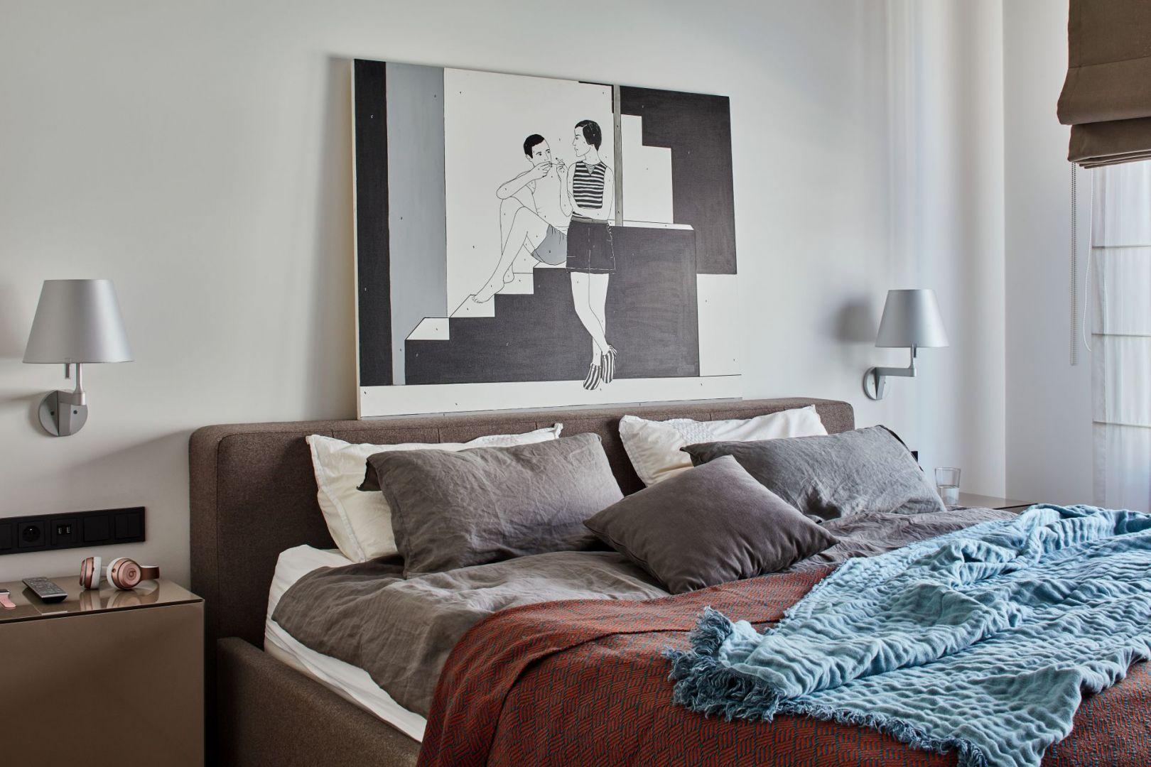 W tej sypialni kolory ziemi zestawiono z pięknym obrazem na ścianie nad łóżkiem. Projekt Bibianna Stein-Ostaszewska Bibi Space. Zdjęcia Olo Studio