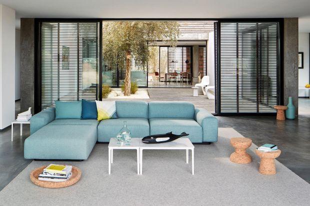Ta sofa jest uosobieniem wszystkiego, co nazywamy nowoczesną klasyką. Zobaczcie jak się prezentuje i sprawdźcie jej cenę!
