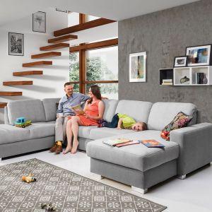Chantal to kolekcja modułowa. System wielu pojedynczych modułów umożliwiają tworzenie różnych konfiguracji sof, narożników, foteli i puf. Cena: od ok. 3.200 zł. Fot. Stagra Meble
