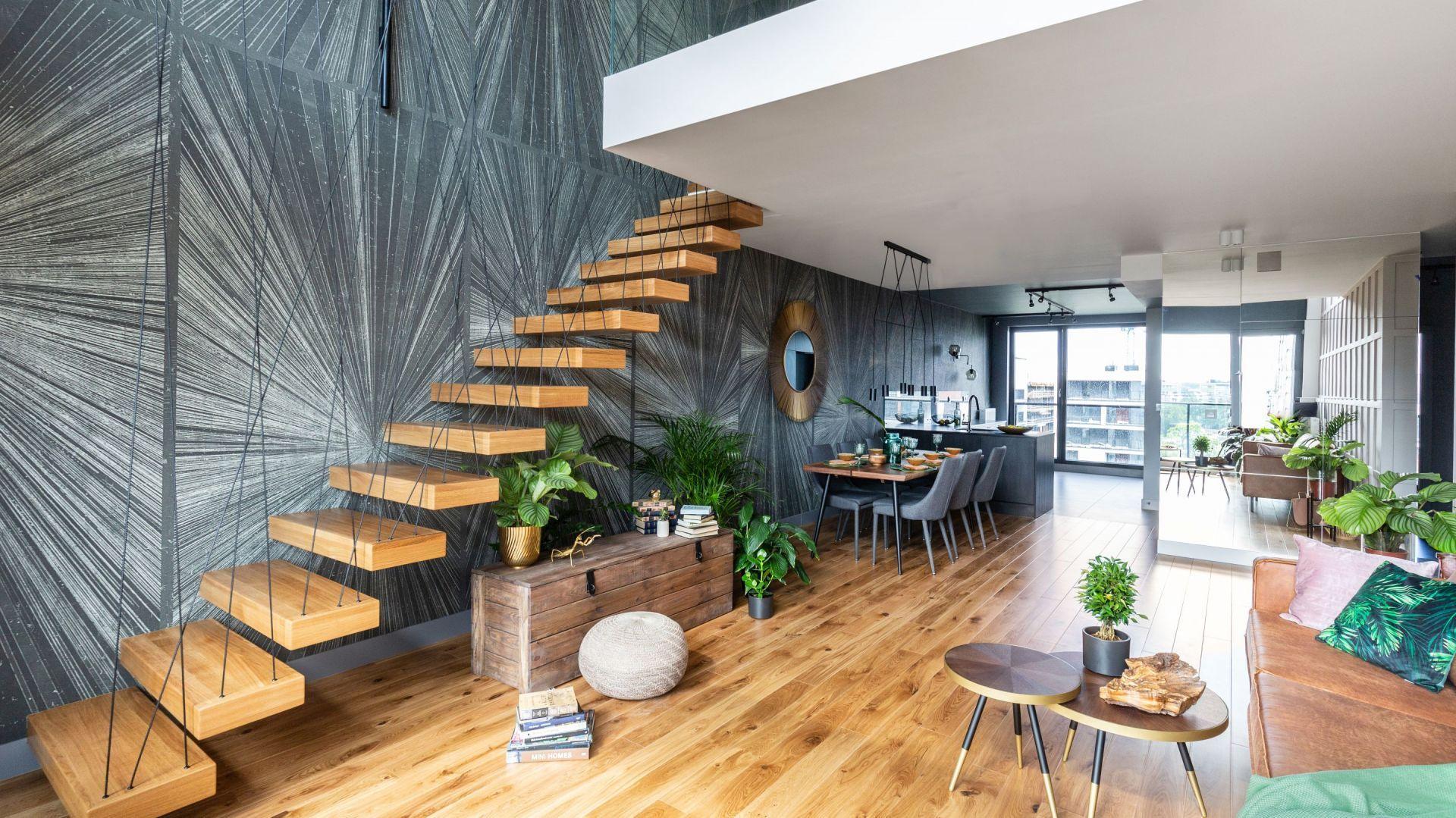 Drewniane schody wizualnie